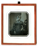 Visualizza Portrett av en middelaldrende kvinne med hode… anteprime su
