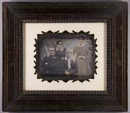 Thumbnail preview of Familienbildnis eines älteren Ehepaares mit i…
