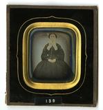Visualizza Portrett av sittende kvinne. Portrait of a se… anteprime su