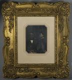 Visualizza Halbporträt eines sitzenden Mannes, neben ihm… anteprime su