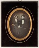Visualizza Abgebildet sind eine Frau (links im Bild) und… anteprime su