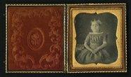 Visualizza Seated half length frontal portrait of child … anteprime su
