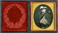 Visualizza Mädchen mit Hut, USA, New York, ca. 1855. anteprime su