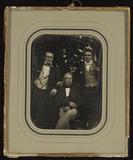 Miniaturansicht Vorschau von Drei Männer im Garten, Vater mit seinen beide…