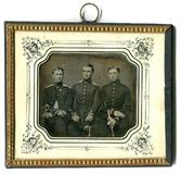 Visualizza Die drei jungen Offiziere unterschiedlichen R… anteprime su