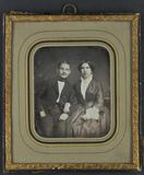 Forhåndsvisning av Bildnis eines Paares, sie den Arm eingehakt