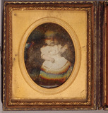 Visualizza A near full-length portrait of an infant anteprime su
