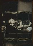 Thumbnail preview of Porträt eines kleinen Junges auf dem Sofa lie…