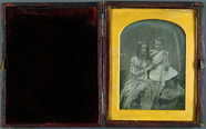 Prévisualisation de Mutter mit Kind, England, ca. 1855. imagettes