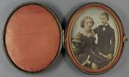 Visualizza Porträt einer jungen Frau mit ihrem Sohn, der… anteprime su