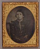 Visualizza Three quarter length portrait of a young chil… anteprime su