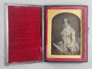 Miniaturansicht Vorschau von Portrait of a woman in an elaborate dress wit…