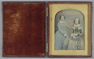 Miniaturansicht Vorschau von A hand-tinted double portrait of two women, o…