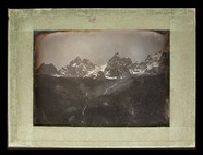 Visualizza View of mountains with a distant glacier. anteprime su