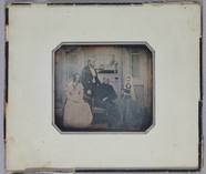 Miniaturansicht Vorschau von Family group portrait consisting two woman an…