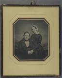 Forhåndsvisning av Porträt eines Paares, er sitzend, sie an der …