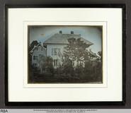 Miniaturansicht Vorschau von Ein Haus in Neuenburg/Der Mann, der auf dem D…
