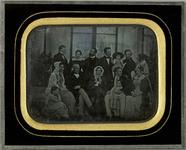 Esikatselunkuvan Portrait de groupe sur la terrasse de de la v… näyttö