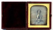 Visualizza Half length portrait of a standing woman pose… anteprime su