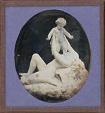 Visualizza Groupe sculpté : femme et bébé nus anteprime su