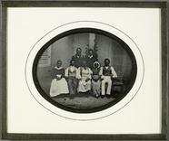 Visualizza Portrait de groupe, domestiques de la famille… anteprime su