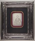 Visualizza Bildnis eines sitzenden Mannes neben einem Ti… anteprime su