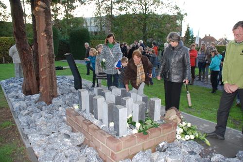 Herdenking slachtoffers bombardement en onthulling monument