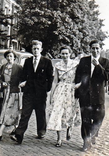 Door van de Wetering, Bertus Hanengraaf, Marietje van de Wetering en Henk Kronenburg.
