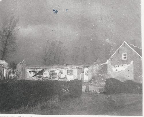 Oorlogsschade aan voormalige boerderij aan de Nigtestraat te Nispen