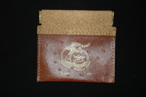 Portemonnee als herinneringsgeschenk uitgereikt tijdens de Veteranensportdag KVO-RKJB in Nispen op 20 juni 1999