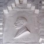 Reliëf van baron A. Fallon in het interieur van h...