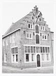 Pakhuis De Klok aan de Lieve Vrouwestraat 20, op d...