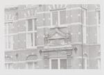 Deel voorgevel met gevelsteen van het Sint Pieters...
