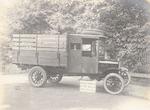 Een op een Ford-chassis gebouwde bestelwagen met o...