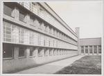 Achtergevel van het pas voltooide gymnasiumgebouw ...