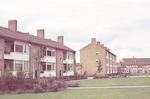 DRIE DIA'S: Plantsoen tussen flatgebouwen aan de K...