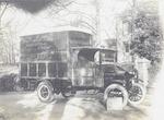 Een op een Ford-chassis gebouwde bestelwagen voor ...