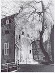 Deel van huis Tinnenburg, Muurhuizen 25. Rechts de...