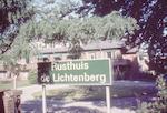 Bord in de tuin van Rusthuis de Lichtenberg, Utrec...