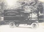 Een gesloten bestelwagen voor de 's-Gravelandse St...
