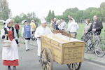 De bakkerskar van bakkerij Vonk in de optocht t.g....