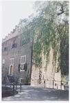 De Tinnenburg, Muurhuizen 25, gezien vanaf de Kort...
