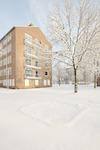 Flatgebouwen in de wijk Randenbroek in de sneeuw....