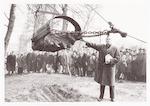 """Burgemeester Molendijk steekt de eerste """"spade"""" in..."""