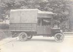 Een bestelwagen, gebouwd op een door automobielhan...