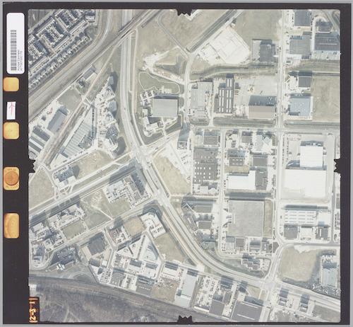 bijzonderheden: Deze luchtfoto is er een uit een serie waarbij heel Amersfoort-Noord is opgenomen. Er hoort een plattegrond met fotonummers bij, die te vinden is onder nr. AFT006000093.