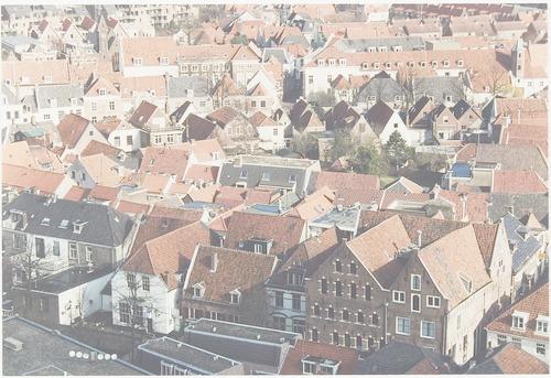 Luchtfoto vanaf de Onze Lieve Vrouwetoren naar het noorden. Op de voorgrond de Langegracht (achterkant Krommestraat).
