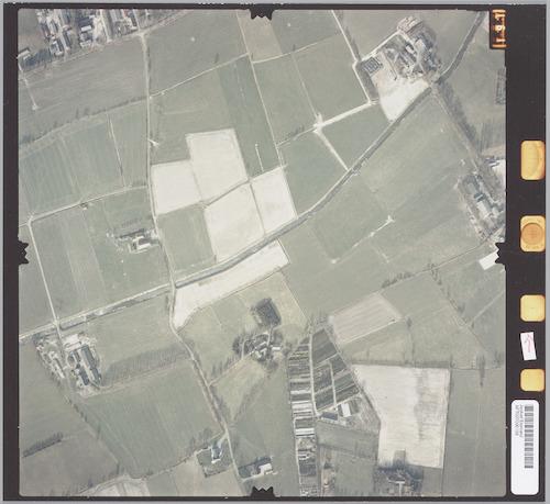 Luchtfoto van de Maleweterng (vanaf rechtsboven), die links doorkruist wordt door de Oude Weg.