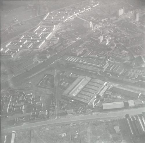 Luchtfoto van het gebied tussen Nijverheidsweg en Jerualem. In het midden de AMAF: Amersfoortsche Machine en Apparatenfabriek, Brabantsestraat 12 (later Bronswerk).
