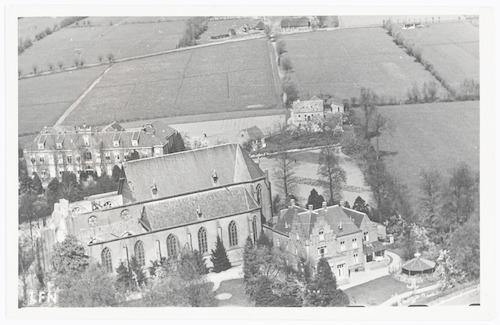bijzonderheden: Op 19 april 1945 precies om middernacht bliezen de Duitsers de toren van deze kerk op. Jarenlang fungeerde het gebouw Concordia, eveneens aan de Kerklaan, als noodkerk. Op 5 september 1957 werd de herbouwde Sint Martinuskerk opnieuw gewijd door kardinaal Alfrink.